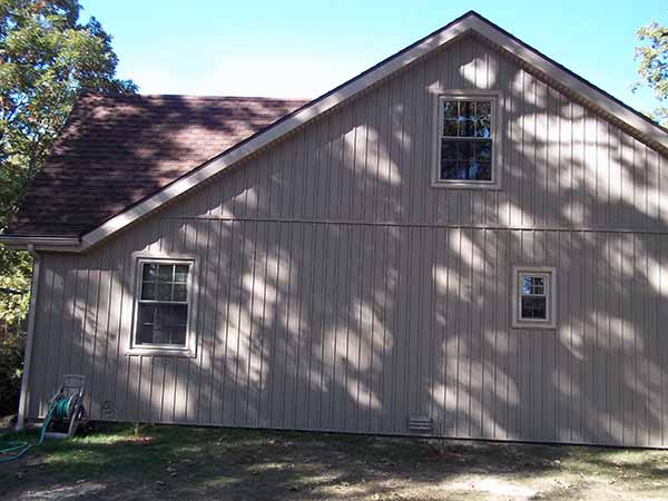 Verticle vinyl siding siding springfield missouri for Vertical house siding pictures