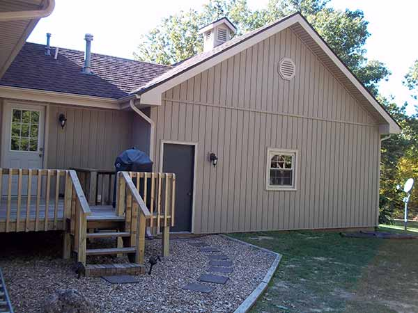 Verticle vinyl siding siding springfield missouri for Vertical siding on house