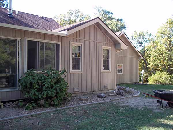 Board and Batten Siding Installer