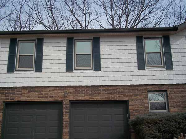Shake vinyl siding by liberty for Modern house siding solutions